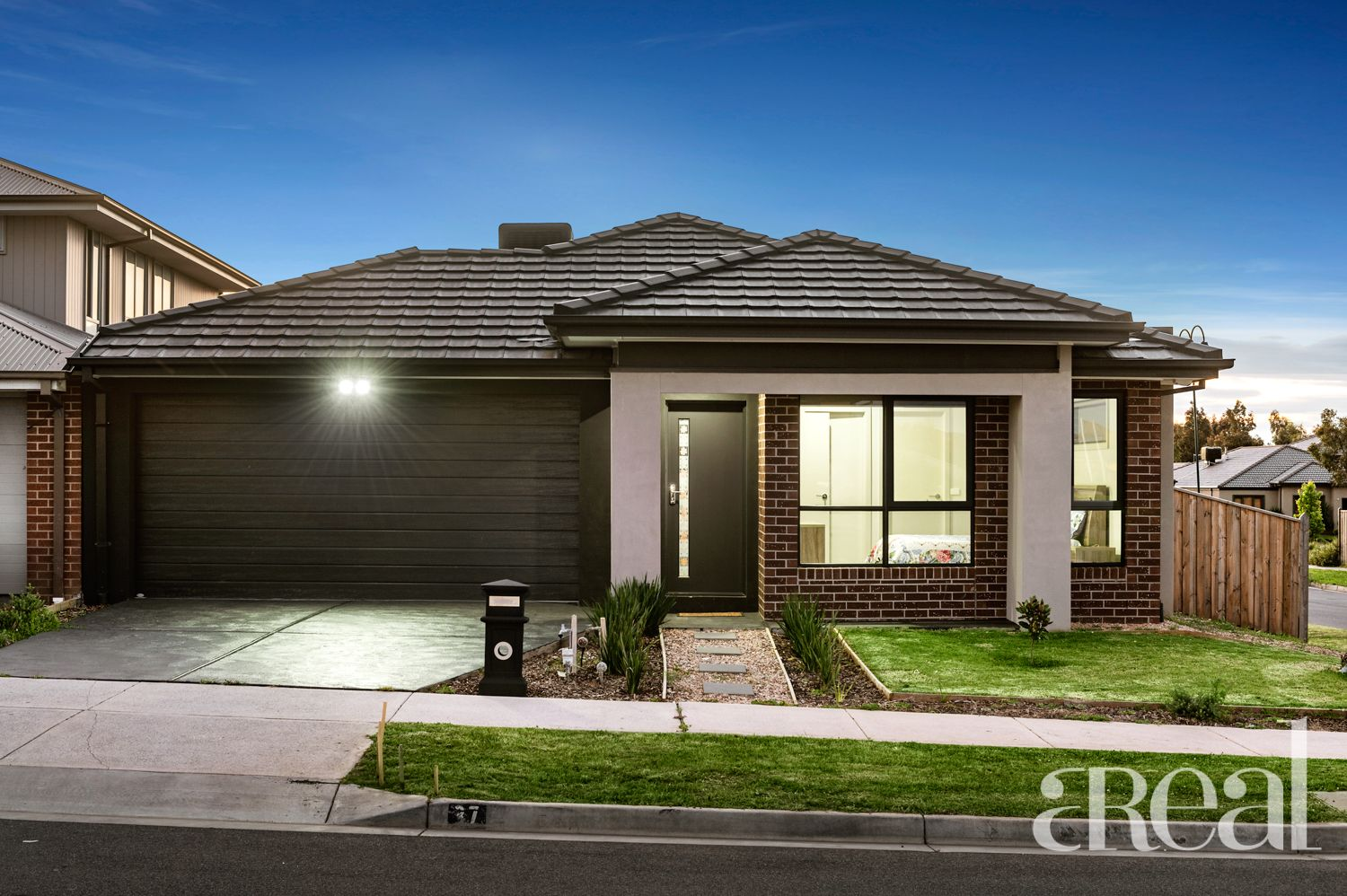 37 Shanahans Drive, Cranbourne North VIC 3977