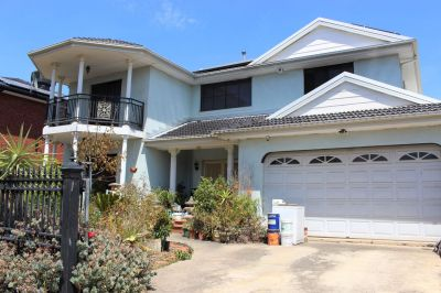 Large Family Home In Premiere Locale