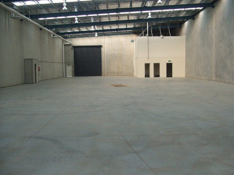 Ideal Logistics Base - Office/Warehouse in Prime Location