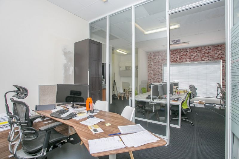 HIGH EXPOSURE OFFICE / MEDICAL / RETAIL