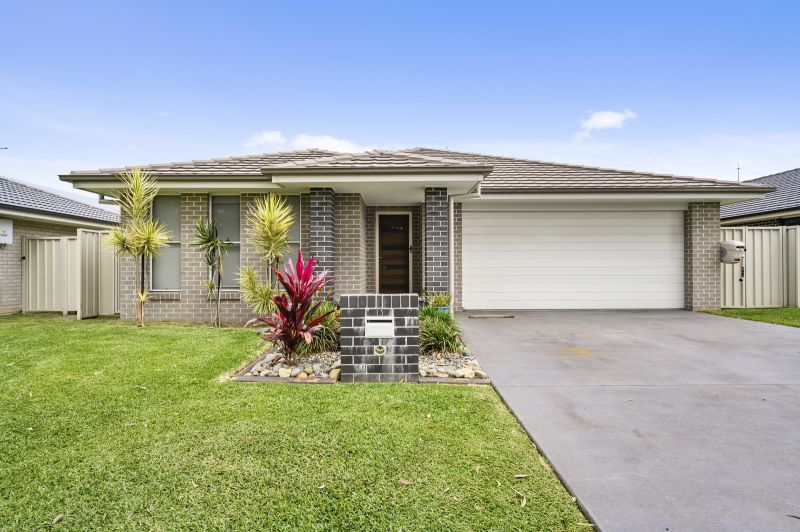 Large family home - walk straight in!