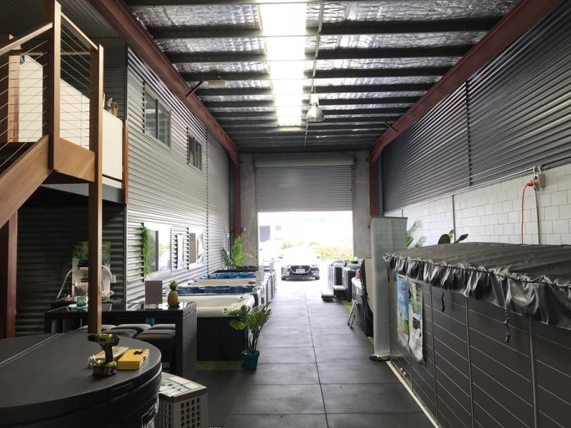 Warehouse With Office, Mezzanine And External Storage