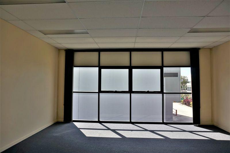 163m2* Tingalpa Office / Warehouse