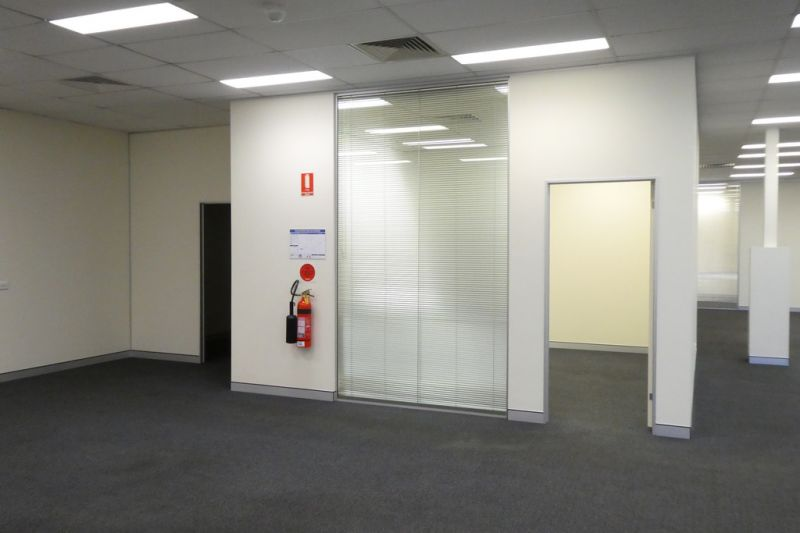 660m2* Office Or Showroom With M1 Motorway Signage