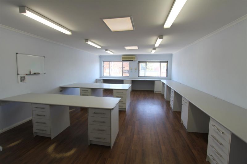 93m² OFFICE MOMENTS FROM RIVERWOOD STATION