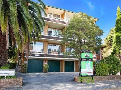 Generously Proportioned 1 Bedroom Apartment in Prime Location