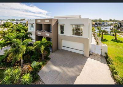Quality, 38sq North Facing Waterfront Villa with Long Canal Views!