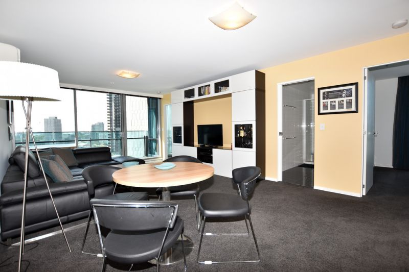 Mainpoint: Stunning Two Bedroom Apartment in the Heart of Southbank!