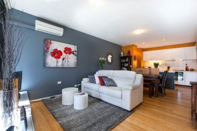 Stunning Fully Furnished 2 Bedroom Apartment - Only Moments From the CBD!