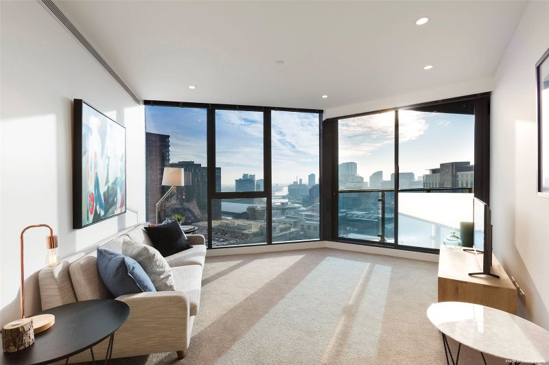 Southbank Central: 25th Floor - Stunning Two Bedroom Apartment with Car Sapce!