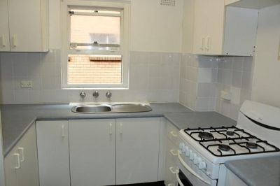 Delightful one bedroom Apartment with Parking in the heart of Rose Bay