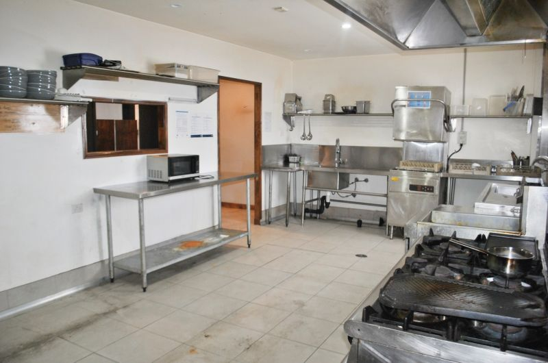 FULLY FITTED RESTAURANT/CAFE WITH AMPLE ONSITE PARKING