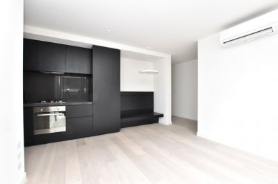 Empire: 48th Floor - Gorgeous One Bedroom Apartment in the CBD!
