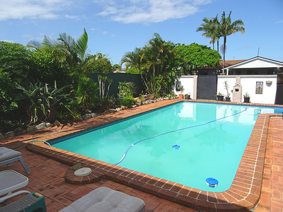 FAMILY HOME WITH POOL IN A QUIET LOCATION