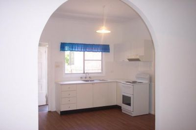 2 Bedroom House, large backyard in the heart of Rozelle