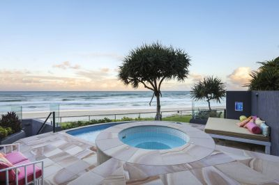 396m Beach-House style Residence in the ultimate Beachfront Building
