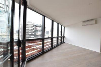 883 Collins: Superb One Bedroom Apartment!