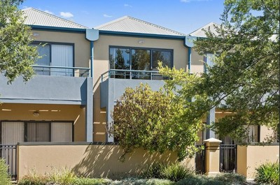 Conveniently located Townhouse situated in Mawson Lakes Boulevard.