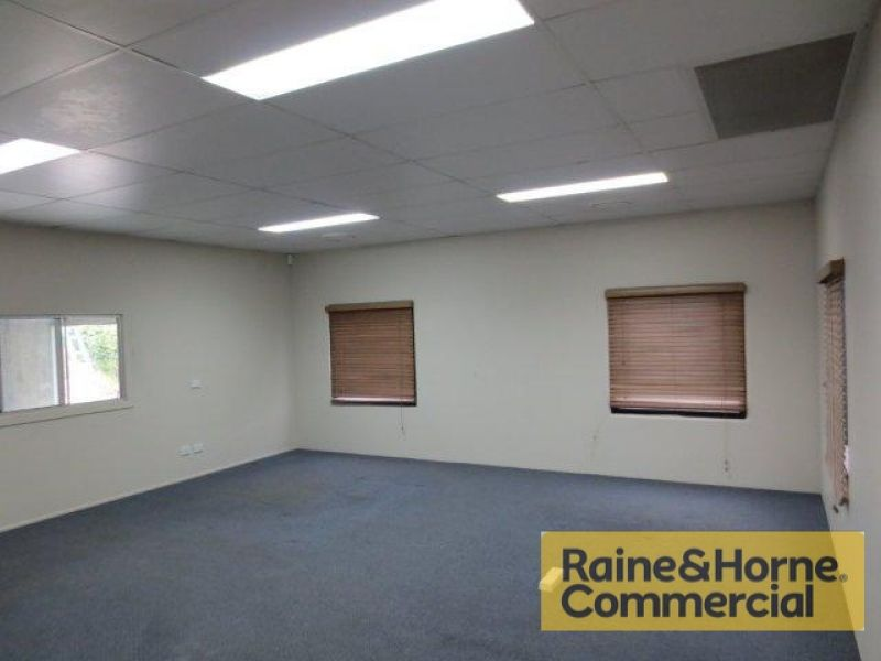 371sqm Front Industrial Unit with Excellent Access