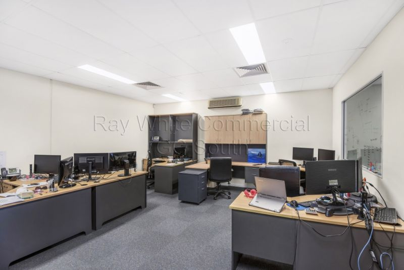 This is BURLEIGH'S Most Affordable and Versatile Office Space!!!