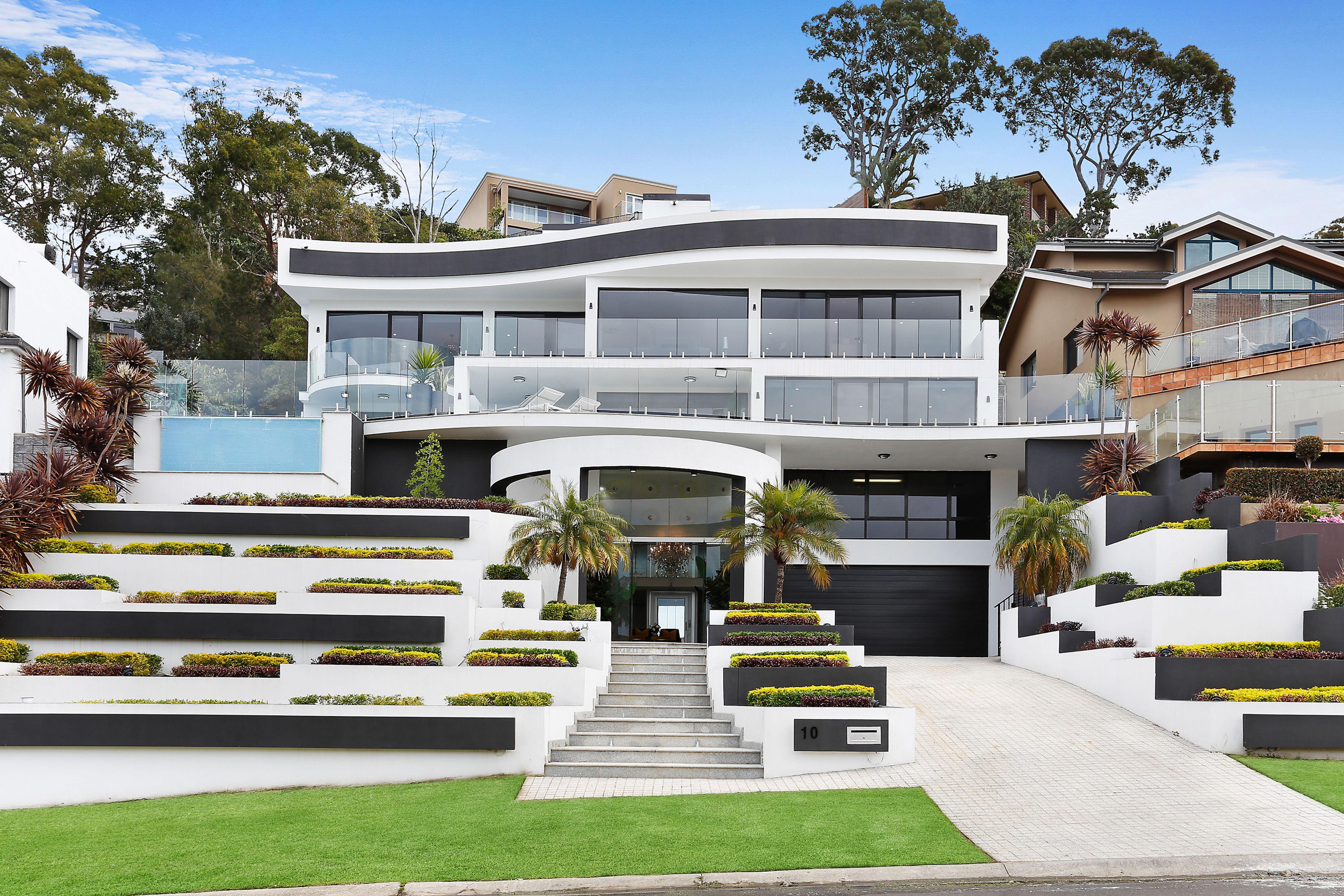 10 McPherson Place, Illawong NSW 2234
