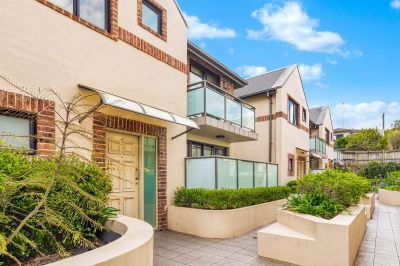 Superb townhouse in secure well-maintained complex