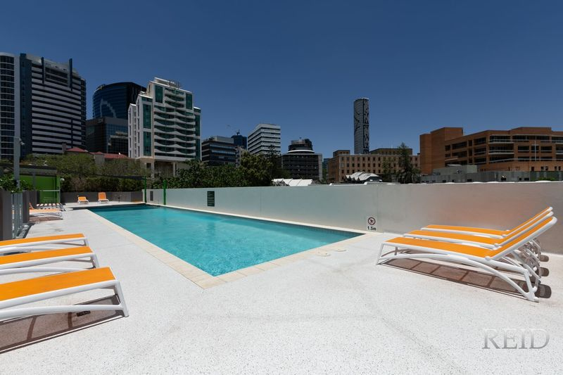FULLY FURNISHED APARTMENT WITH POOL & AIR-CON! PERFECT FOR SUMMER!
