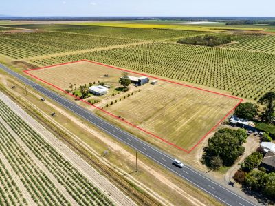 4.9 ACRES WITH SOLID HOME & 324M2 OF OPEN SHED SPACE! ENDLESS POSSIBILITIES…
