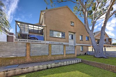 Stunning Townhouse-Style Apartment In A Security Block!