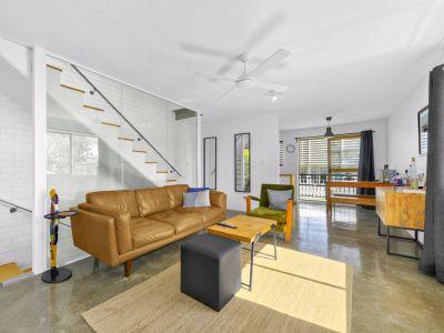 Stylish Modern & Dual Level Apartment