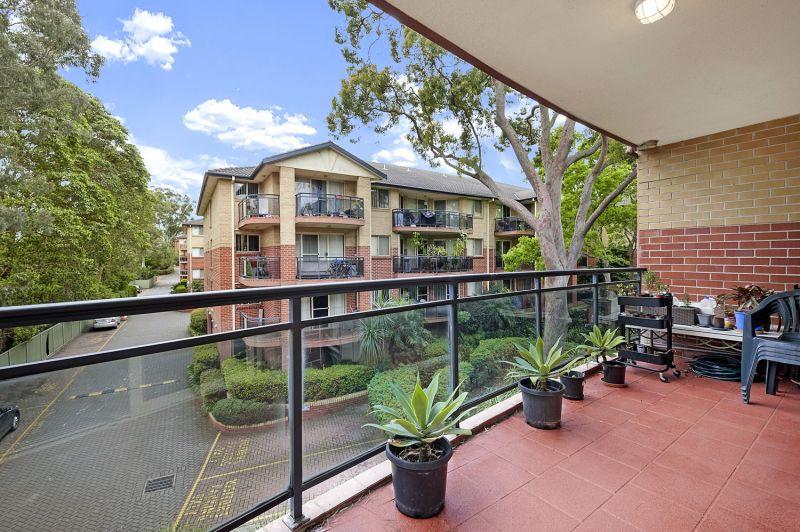 Sunlit apartment in prime locale