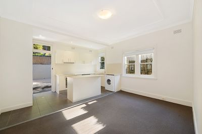 LOVELY 2 BEDROOM APARTMENT IN BOUTIQUE BLOCK OF ONLY 6....