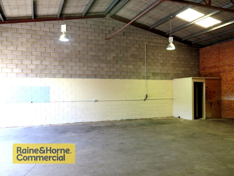 Well located industrial unit with parking