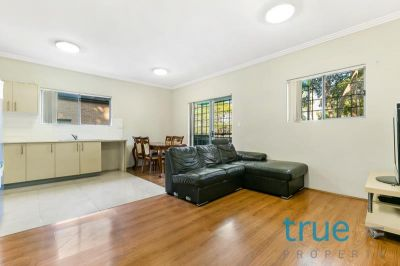 MODERN SPLIT LEVEL IMMACULATE AND SPACIOUS DUAL ASPECT APARTMENT