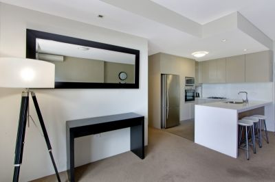 Furnished Modern & Large Designer 2 Bed With Balcony - Deposit Taken