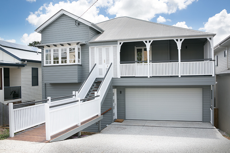 FRESHLY RENOVATED EXECUTIVE HOME! AIR CONDITIONING, GREAT VIEWS & AVAILABLE NOW
