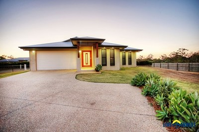 PRICE REDUCED! A BIG 2003M2 BLOCK- RURAL LIVING WITH CITY LIVING COMFORTS & CONVENIENCE- INGROUND POOL & A POWERED SHED!!