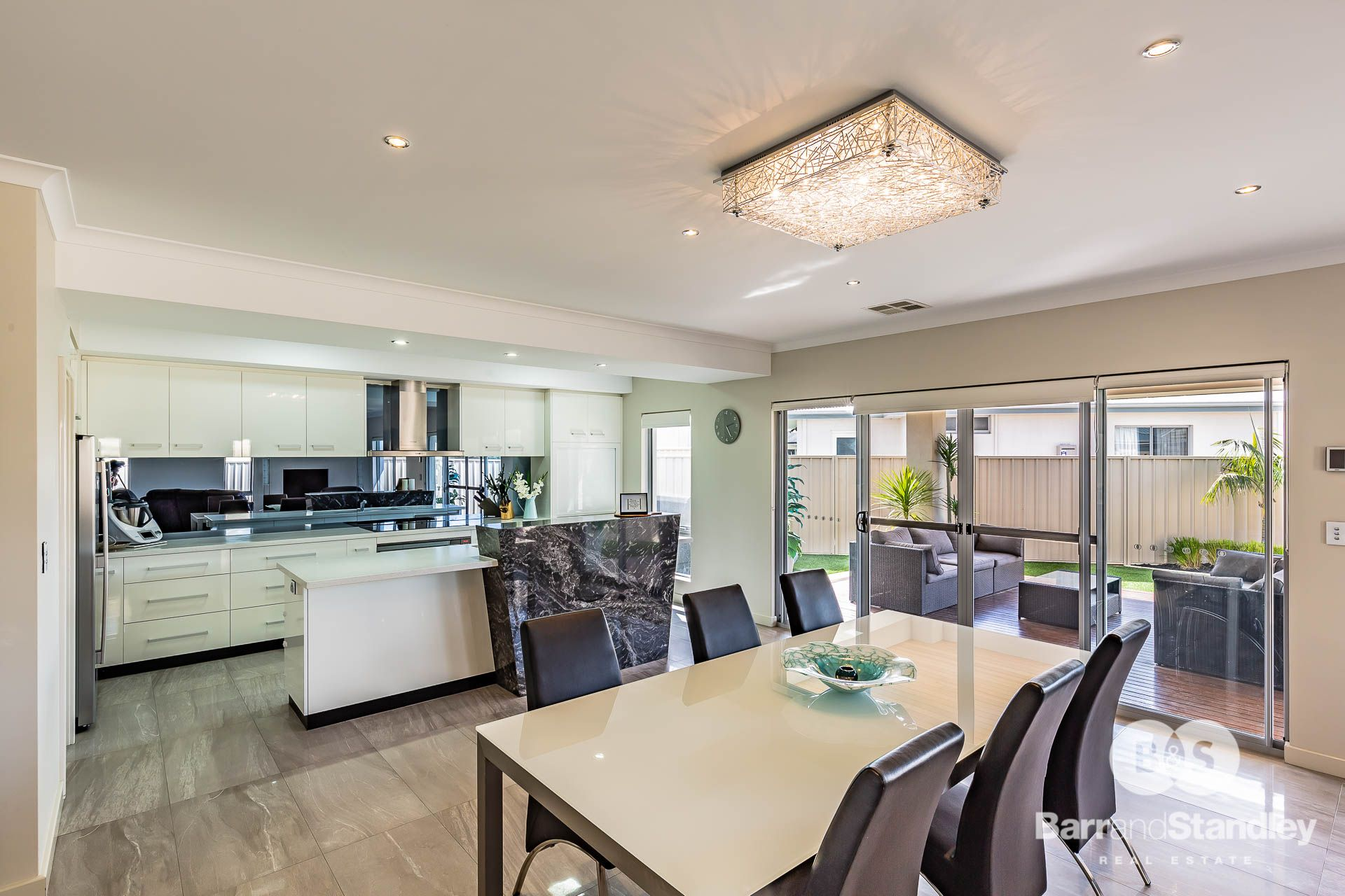8 Sabina Way, Pelican Point