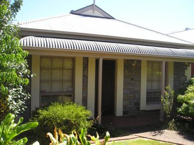 Charming Courtyard Home Located in much sought after area on the fringe of CBD