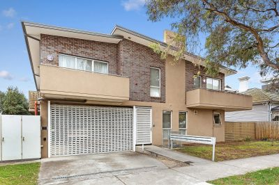 Perfect investment or first home buy in this great locale.