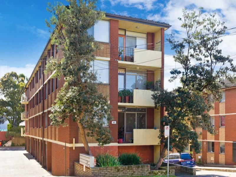 2 Bedroom Unit, Convenient Location, Close to the City & Train Station