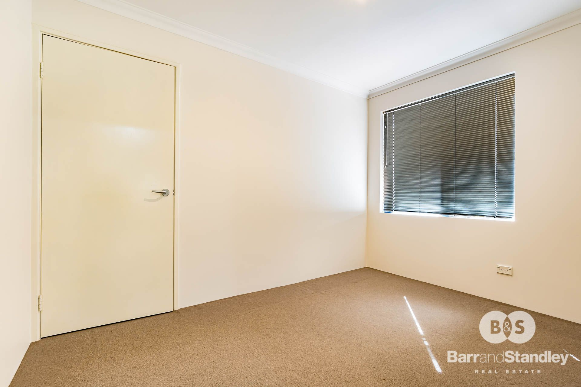 1C Broadway Street, Pelican Point