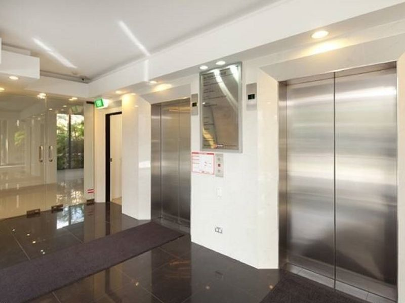MULTIPLE OFFICES FOR LEASE - OWNER SAYS BRING ALL OFFERS!