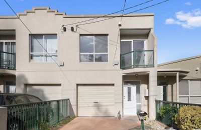 Renovated Townhouse Close to Highpoint Shopping Centre