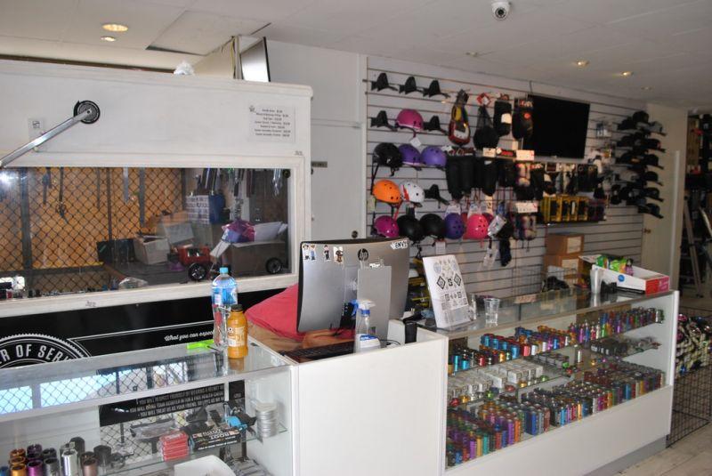 Retail/ Showroom 135m2*