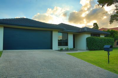 Warner Lakes - Fabulous house in quiet location with lots of green space all around.