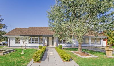 Charming Character Residence Opposite Tranquil Parklands