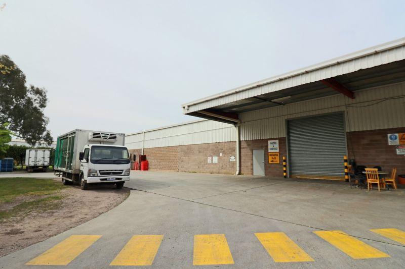 Versatile Warehouse, Central Location