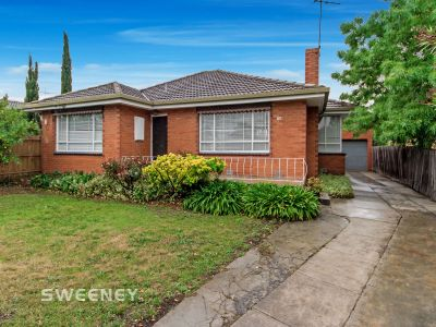 Grand Family Home In Premier Location***APPLICATION PENDING APPROVAL***