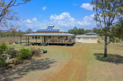IMMACULATE LOWSET COLONIAL QUEENSLANDER ON 2.5 ACRES NEAR THE CBD!!